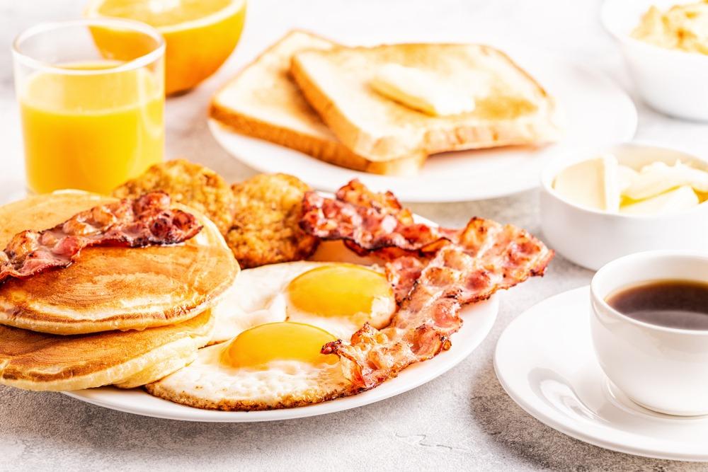 le petit déjeuner américain