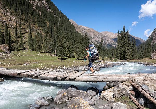 Les indispensables à mettre dans son sac pour un trek au Kirghizistan quand on est une femme