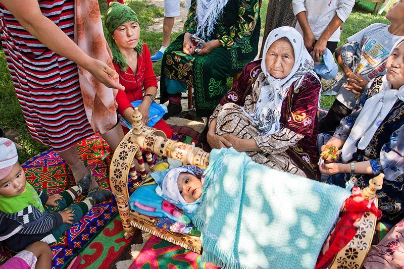 Coutumes et traditions liées à la naissance au Kirghizistan