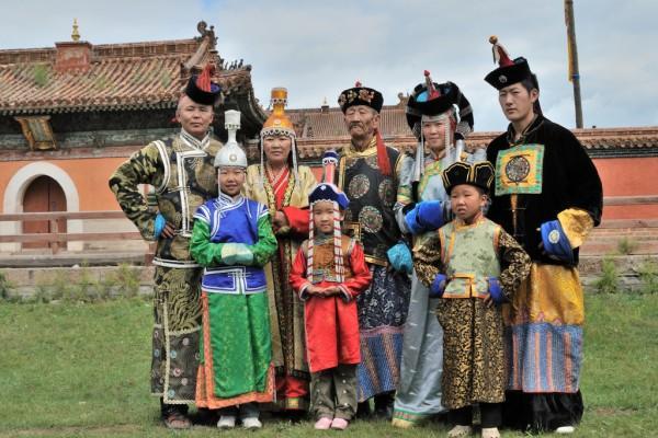 Le vêtement traditionnel mongolie dans l'ancien temps