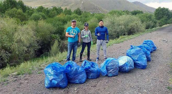 #Hogbucketchallenge to clean Mongolia!